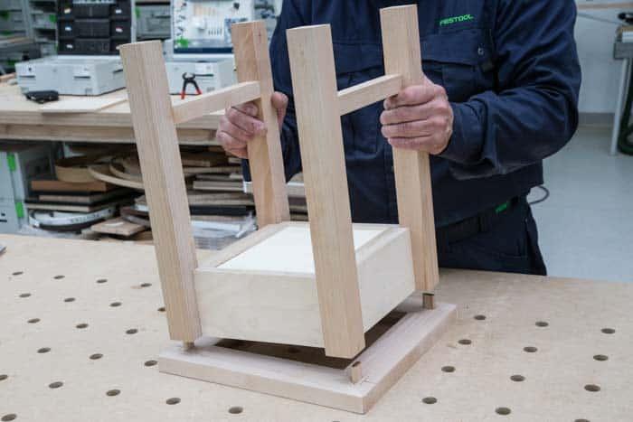 Fot. 16. Końcowy montaż stołka