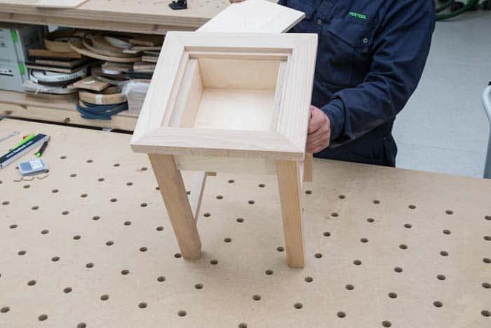 Fot. 17. Końcowy montaż stołka