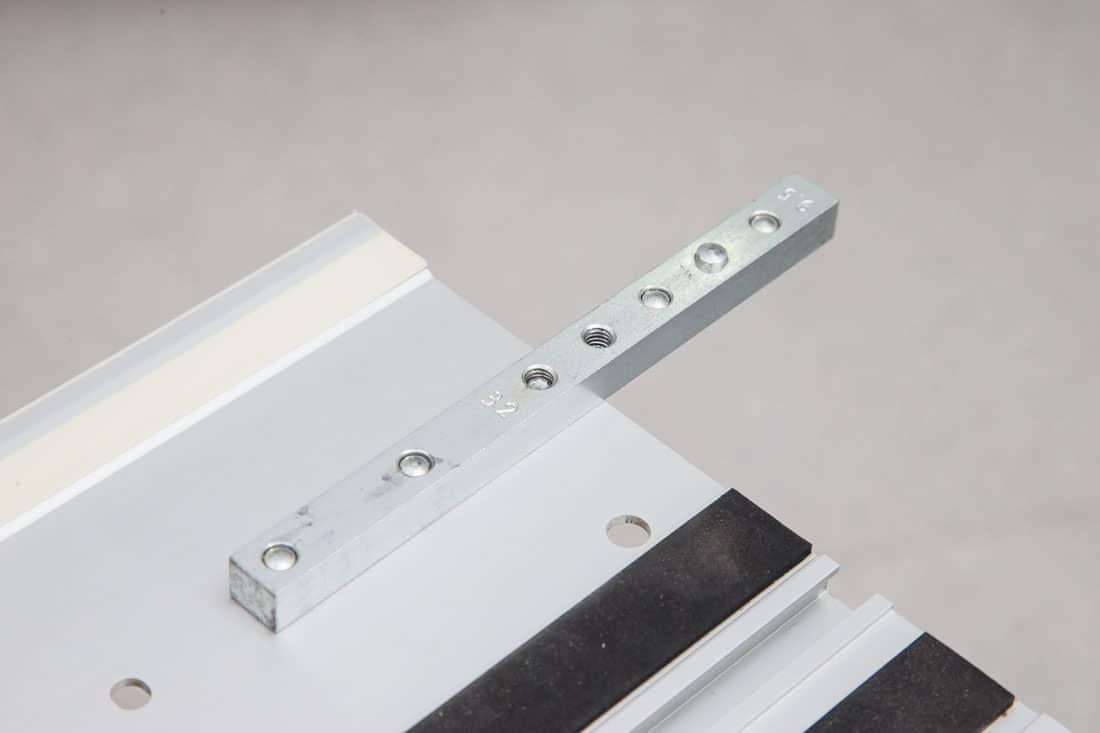 Fot. 14. Jedna z prowadnic wzdłużnych służących do precyzyjnego ustawiania szyny wzdłuż elementu płytowego
