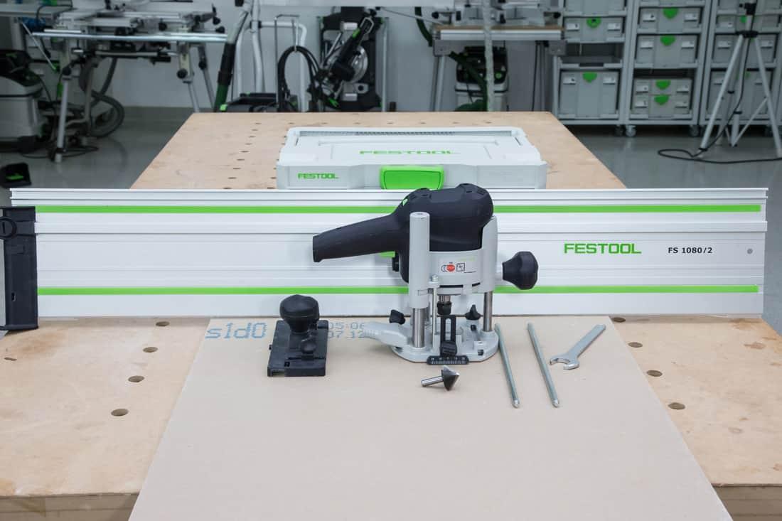 Fot. 2. Do frezowania wykorzystuje się frezarki górnowrzecionowe Festool z systemem prowadzenia po szynach, szyny prowadzące i frezy stożkowe 45° lub 90°.