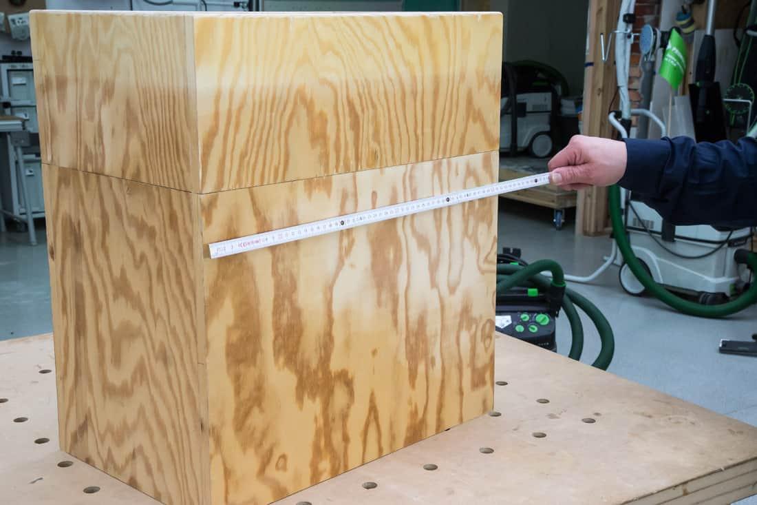 Fot. 3. Pomiar pokrywanego płytą elementu drewnianego