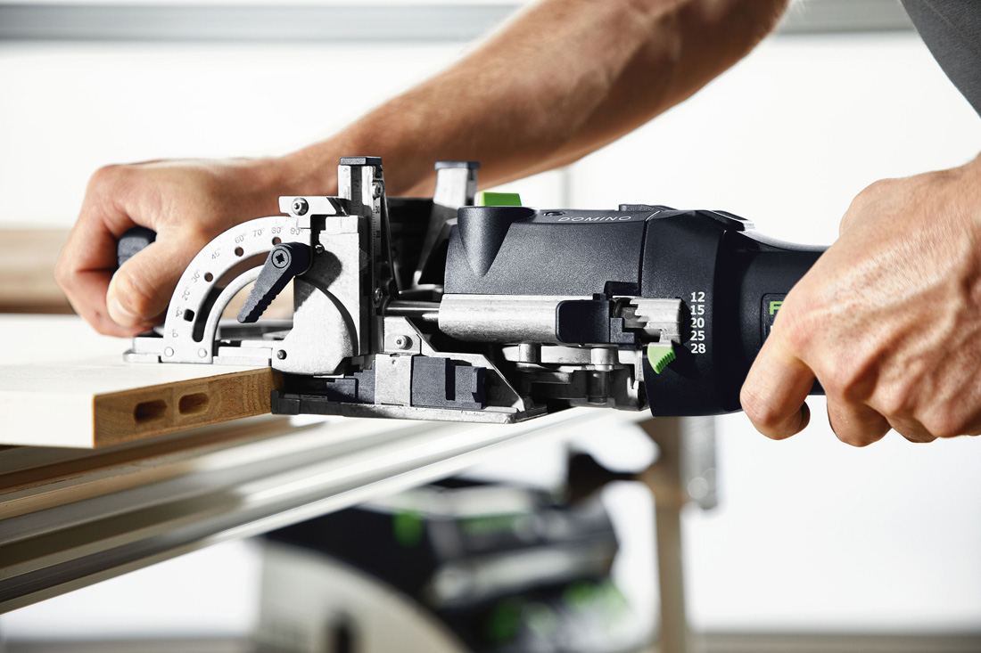 Nowe łączniki mocowane za pomocą frezarki do połączeń DOMINO DF 500, która wykonuje otwór Ø 8 mm